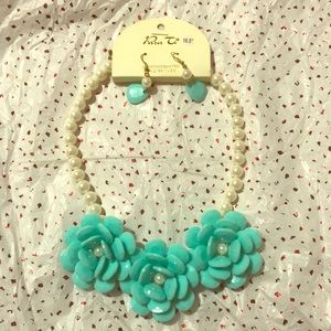 Faux Pearl Neckless with Big Aqua Flowers